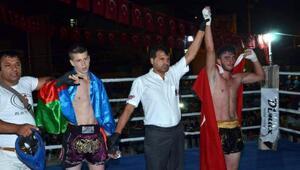 Kick boks müsabakasına yoğun ilgi