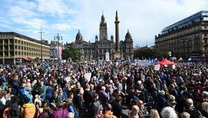 İngilterede parlamentoyu tatil kararı protesto edildi