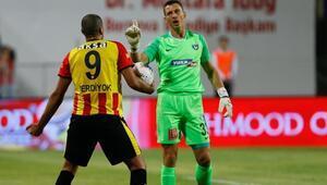 Adam Stackhowiak üçüncü penaltısını kurtardı