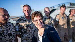 Dediği gibi oldu: SPD geri adım attı, Alman askeri kalıyor