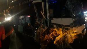 Antalyada yolcu otobüsü ile tur otobüsü çarpıştı