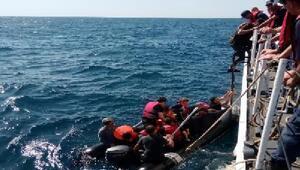 Edirnede lastik botlarda 59 kaçak göçmen yakalandı