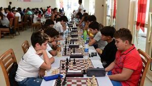 Satranç tutkunları Zafer Turnuvasında buluştu