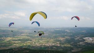 Paraşüt sevdalıları Mustafakemalpaşa'daki festivalde buluştu