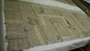 Dolmabahçe Sarayında tarihi paravanın astarında Japon gazete kupürleri bulundu