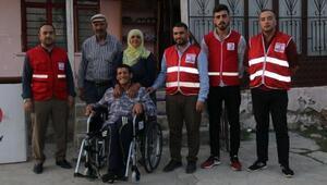 Kızılaydan engellilere tekerlekli sandalye yardımı