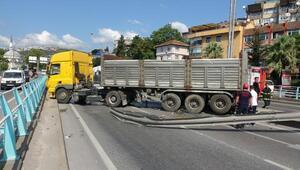 TIR, otomobile çarptı, D-100 ulaşıma kapandı