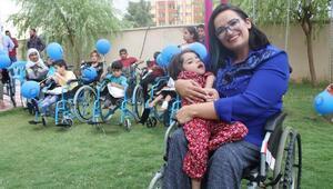 72 engelliye tekerlekli sandalye hediye etti