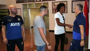 Luiz Gustavo takım arkadaşlarıyla tanıştı