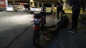 Hırsını alamayan sürücü önce otobüse, sonra motosiklete çarpıp kaçtı