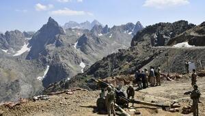 Hakkari Valisinden, terörden temizlenen dağlardaki güvenlik güçlerine ziyaret