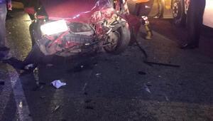 Otomobil park halindeki araçlara çarptı
