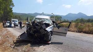 Otomobil ağaca çarptı, sürücü öldü