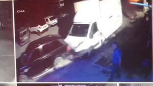 Freni boşalan kamyonet park halindeki 4 araca çarptı