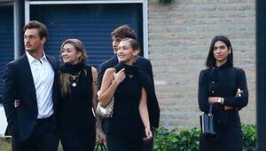 Yeni sevgililer de cenaze törenindeydi: Keşke biraz saygılı olsaydınız
