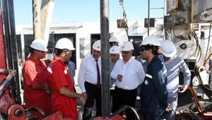 Vali Pekmez, TPAO'nun petrol arama sahalarını inceledi