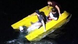Su alan teknede korkulu anlar yaşayan kaçak göçmenler kurtarıldı
