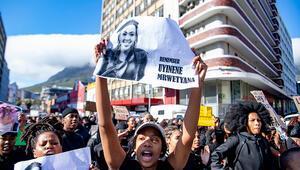 Güney Afrikada binlerce kadın parlamentoya yürüdü, olağanüstü hal ilan edilmesini istedi