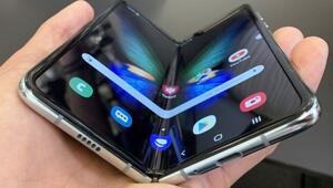 Samsungun katlanan telefonu Galaxy Fold satışa çıktı