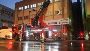 Güngörende iş merkezinin çatısı alev alev yandı