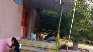 Muhtar, müdür, öğretmen ve veliler okulu boyayıp, temizlik yaptı