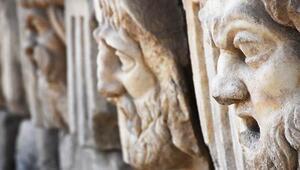 2 bin 200 yıllık masklar gün yüzüne çıkarıldı