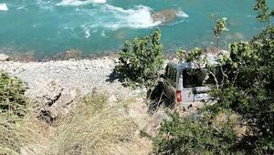 Hafif ticari araç şarampole devrildi: 3 yaralı