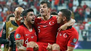 Emre Belözoğlu omuzlara alındı