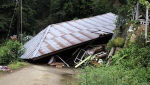 Hemşindeki sel ve heyelanlarda tek katlı ev çöktü, 24 daireli apartman boşaltıldı