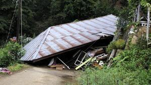 Hemşinde felaket Tek katlı ev çöktü, 24 daireli apartman boşaltıldı