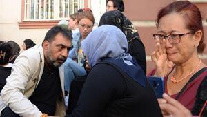 HDP binası önünde bekleyen annelere destek