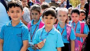 Okulun ilk günü heyecanı 18 milyon öğrenci ders başı yaptı