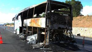 Sivasta seyir halindeki otobüs yandı