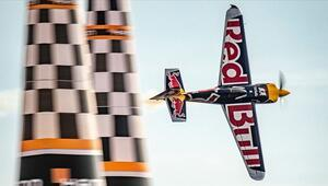 Red Bull Air Race şampiyonu Matt Hall
