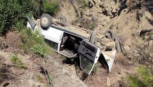 Freni patlayan araç köpründen düştü