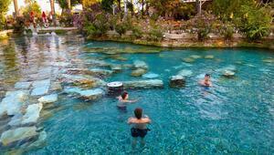 Pamukkaledeki antik havuzda turist bereketi