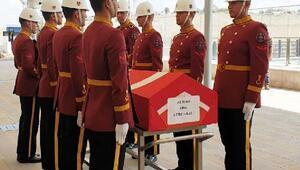 Yolkoşusunda hayatını kaybeden Binbaşı Ali Demir toprağa verildi