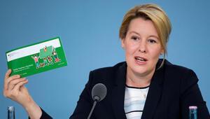 Aile Bakanı Giffey: 'Doğum parası ödeme süresi uzayacak ama sabır gerek'