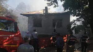 Koyulhisarda müstakil ev yangında kül oldu