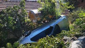 Pendikte otomobil gecekondunun bahçesine uçtu