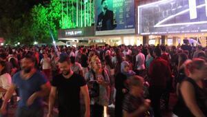 İzmirde, fuar kapılarınınönlerinde yoğunluk yaşandı