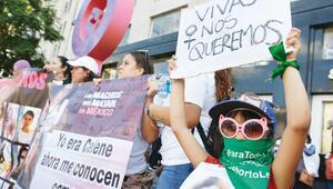 Meksika'da kadına şiddet protesto edildi