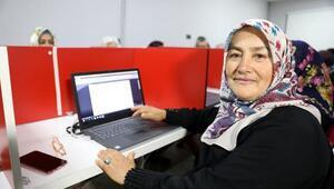 50 yaş üstü köylü kadınlar, bilgisayar eğitimi almaya başladı