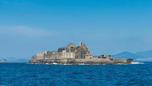 Savaş gemisine benzeyen gizemli ada! Bir zamanlar dünyanın en kalabalık şehri unvanına sahipti...