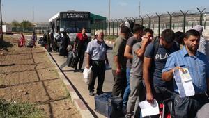 Bayramı ülkesinde geçiren 37 bin Suriyeli, Türkiyeye döndü