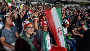 İranda kendini yakan kadın taraftar hayatını kaybetti