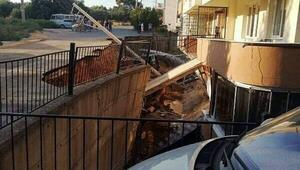 İzmirde, istinat duvarı çöktü