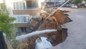 İzmir'in Torbalı ilçesinde, yol kenarındaki istinat duvarı çöktü
