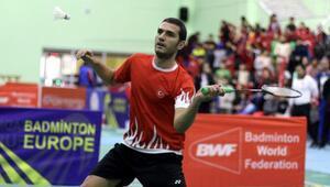 Badmintonda Emre Lale kota mücadelesi veriyor