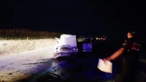 Kamyona arkadan çarpan otomobildeki 5 kişi yaralandı